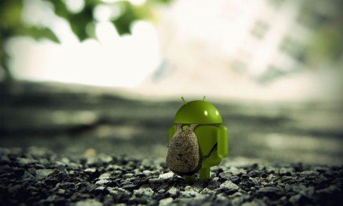 Personnage Android avec un sac à dos